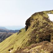 徳島.三嶺.山頂を仰ぐ