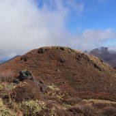 三股山南峰から大船山を望む