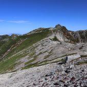 宝剣岳と木曽駒ケ岳方面を望む
