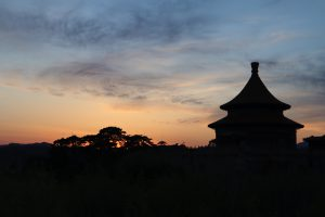 北京から河北路を内モンゴルへ/奇岩の回廊(承徳近郊)/避暑山庄/普陀宗乗之廟/普楽寺夕景